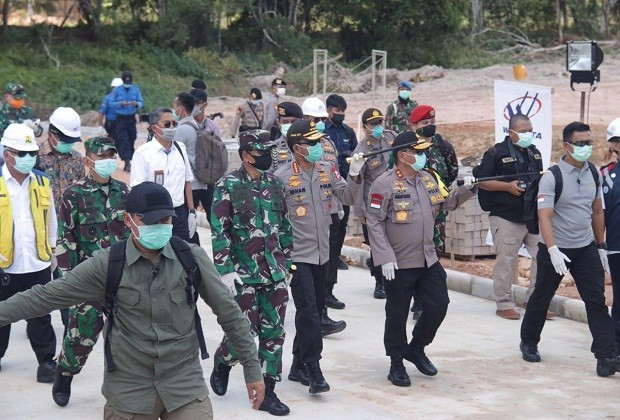 KAPOLRI DANANGLIMA TNI DI RS COVID 19 GALANG